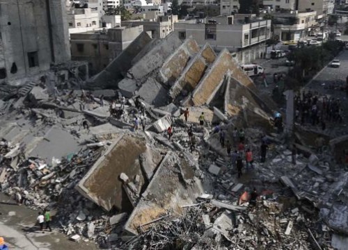 Gaza City. Palestinians check the remains of Al-Basha, a building that was destroyed by an Israeli air strike in 2014