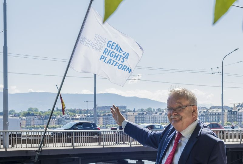Marco Sassoli in fron of the flags of the Geneva Human Rights Platform on the Mont-Blanc Bridge