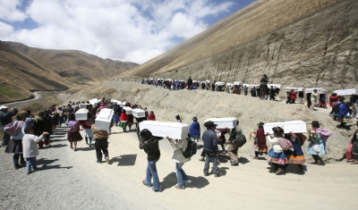 Peru, Ayacucho region, community of Putis. Families during the funeral of the Putis victims.