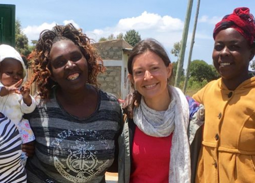 Ou Senior Research Fellow Dr Adriana Bessa with women smallholders in Kenya.